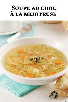 La soupe au chou de notre enfance est tellement réconfortante! En version à la mijoteuse, les saveurs se décuplent: bonheur garanti! Cheeseburger Chowder, Ethnic Recipes, Food, Cream Soups, Sprouts, Collard Greens, Slow Cooker, Childhood, Essen