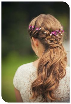 this just shows how flowers can be woven in hair? if you like, can be less….also different colors