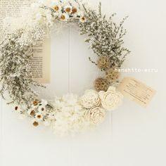 by ecru ? Dried Flower Wreaths, Wreaths And Garlands, Dried Flowers, Deco Floral, Arte Floral, Flower Crown, Flower Art, Corona Floral, Wedding Wreaths