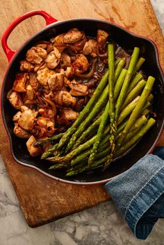 One Pan Ranch Chicken and Asparagus Recipe Simple ingredients. All in one pan. Baked Ranch Chicken, Chicken Bites, Chicken Wing Recipes, Seafood Recipes, Dinner Recipes, Cooking Recipes, Healthy Recipes, Turkey Dishes, Turkey Recipes