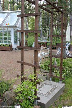 diy-betonirappunen,portti,kasvihuoneen edusta,aurinkotuolit,kasvilava,piha