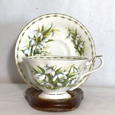 Royal Albert Flower of the Month January Snowdrops Bone China Cup & Saucer 1979 Elegant Table Settings, China Cups And Saucers, Chocolate Cups, Royal Albert, China Dinnerware, Happy Hour, Bone China, Cup And Saucer, Tea Time