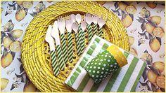 Cubiertos de madera decorados con rayas amarillas y verdes, a juego con cápsulas amarillas con lunares y verdes, también, con lunares. Y servilletas de rayas verdes y blancas  #cubiertosdemadera #catering #bodas #cumpleaños pedidos y catálogo: detallisime@yahoo.es