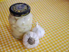 Savanyított fokhagyma Garlic, Meat, Vegetables, Cooking, Food, Kitchen, Essen, Vegetable Recipes, Meals