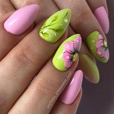 8 Very Pretty Floral Nails To Keep Your Nails Looking Pretty - Hashtag Nail Art Flower Nail Designs, Nail Designs Spring, Nail Art Designs, Nail Color Combinations, Nagellack Design, Easter Nails, Bright Nails, Super Nails, Green Nails
