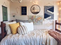 Dorm Room Essentials Create A Stylish Space For Lounging, Studying & Sleeping 42 - Home Decorations Ideas Dorm Room Designs, Bedroom Designs, Stylish Bedroom, Modern Bedroom, Contemporary Bedroom, Master Bedroom, Bedroom Small, Bedroom Black, Teen Bedroom