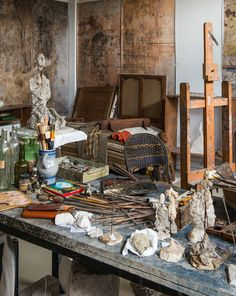 The complete reconstruction of Alberto Giacometti's studio in a new Paris institute is one of three major ongoing celebrations of the artist's work this summer Famous Spanish Artists, Famous Artists, Alberto Giacometti, Outsider Art Fair, Art Studio Organization, Messy Art, Atelier D Art, Japanese Artists, Paris