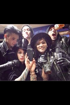 Selfie Time :P<< it's funny cuz everyone is looking all silly THEN THERE IS ANDY LOOKING LIKE A FUCKING MODEL!!!