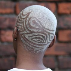 Bold Shaved Hairstyles for Black Women – The UnderCut Bold Shaved Hairstyles for Black Women. Shaved haircuts on African American women or women, in general, are often seen as something radical Short Curls, Short Hair Cuts, Short Hair Styles, Pixie Natural Hair, Natural Hair Styles, Afro, Balayage Lob, Black Women Short Hairstyles, Shaved Hair Designs