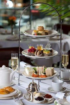 Este tipo de bandeja es muy común verla en los hoteles y locales que siguen los protocolos del ceremonial del té.