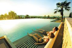 Im 4*S-Wellness- und Gesundheitshotel Larimar im Burgenland finden Ruhesuchende viel Raum zum Entspannen und Erholen. #leadingsparesorts #leadingspa #hotel #hotels #hotelsinoesterreich #austria #burgenland #stegersbach #hotelinburgendland #therme #urlaub #urlaubsreif #baden #pool #hotelpool #urlauben #relaxen #entspannen #genießen Wellness Spa, Hotels, Strand, Outdoor Decor, Summer Vacations, Time Out, Recovery, Swimming