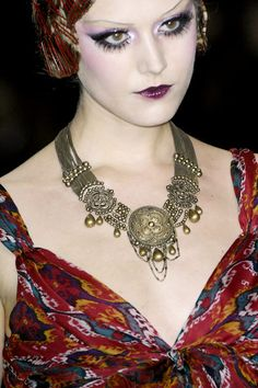 Great necklace - 1920's makeup  Dior