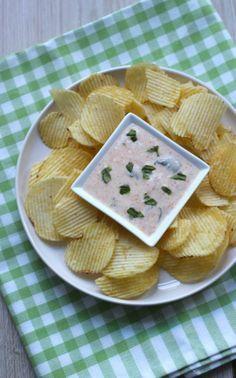 Pittige yoghurt-basilicum dip - Lekker en Simpel