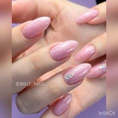 Glitter gel polish! Make beautiful nails yourself very quickly. Change colors and get a new design. Video by: @wally_nails #nails #nailart #manicure #dressupnail