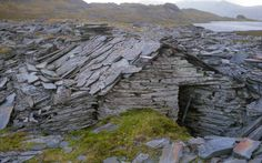 High up (and to the east of) Blaenau Ffestiniog is the remote, isolated and intriguing Cwt y Bugail Slate Quarry..... Cwt y Bugail Slate Quarry - Slate hut on waste tips (Sept 1987) *Bugail=Shepherd Cwt=Hut/Bothy-Shelter