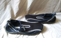 This is a pre-owned Speedo kids sandals. Has black marks and dirt at the bottom of shoes. Very minimal wear to soles. Has pulls on shoes from usage. | eBay!