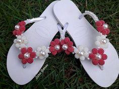 Flip Flop Craft, Beach Feet, Beaded Ornaments, Ciabatta, Flip Flops, Cross Stitch, Slippers, Footwear, Beads