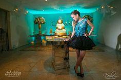 Olá meninas, hoje viemos trazer algumas fotos que irão inspirar muito a decoração da sua festa de debutante! Ainda mais se o seu desejo de 15 anos for uma festa com o tema Tiffany & Co. As lindas fotos são do fotógrafo cariocaDiogo Dubem(Rio de Janeiro), e para animar a festa a debutante contou com…