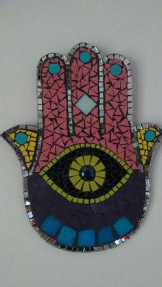 Mano de Fatima, mosaico, venecitas y espejosArte Badii Opus Vermiculatum, Mosaic Pots, Mosaic Wall Art, Mosaic Bowling Ball, Hamsa Art, Hamsa Jewelry, Letters And Numbers, I Love Dogs, Projects To Try