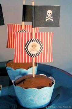 mittleres Piratensegel ⋆ Kindergeburtstag-Planen.de Desserts, Food, Muffins, Pirate Nursery, 5th Birthday, Kid Birthdays, Birthday Celebrations, Tailgate Desserts, Deserts