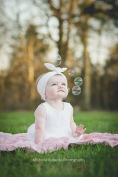 baby girl outdoor bubbles natural light family photography six months