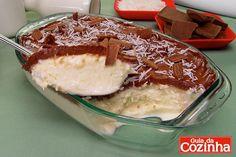 Aprenda a sobremesa sorvete de travessa, que além do sorvete de creme, tem cobertura e ainda tem leite condensado e coco na massa