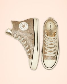 Chuck Taylor All Star Shiny Metal High Top Light Gold/Egret/Black Dress With Converse, All Black Converse, Glitter Converse, Glitter Shoes, Cute Shoes, Me Too Shoes, Sneakers Fashion, Fashion Shoes, Christmas Shoes
