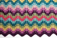 Crochet for Knitters - Granny Ripple Blanket - VeryPink offers knitting patterns and video tutorials from Staci Perry. Short technique videos and longer pattern tutorials to take your knitting skills to the next level. WRITTEN PATTERN AND VIDEO Crochet Afghans, Crochet Ripple, Manta Crochet, Afghan Crochet Patterns, Crochet Granny, Easy Crochet, Crochet Stitches, Crochet Hooks, Free Crochet