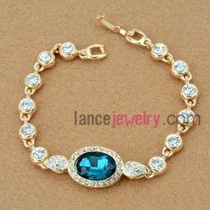 Delicate rhinestone beads decorated bracelet