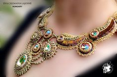 RÉSERVÉ - or VERONICA perle broderie collier Collier or Iris vert pâle de Swarovski nénuphar vert lumineux