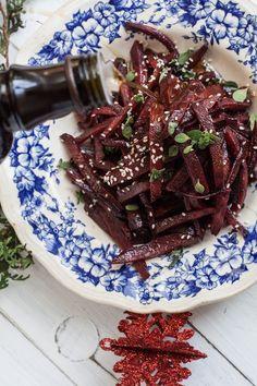 Wegan Nerd - Kuchnia roślinna : SAŁATKA Z PIECZONYCH BURAKÓW Z CYNAMONEM I OLEJEM SEZAMOWYM
