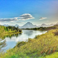 Oxbow Bend at @GrandTetonNPS! Nature is so beautiful isn't it? Even though life doesn't always go straight like we want it to be we can still enjoy and find beauty along the bend. Love the view and the amazing reflections of this bend. Wish we saw more wildlife too!    Grand Teton National Park   Oxbow Bend   Wyoming USA _____ My Food & Drinks IG: @TravellinFoodie Twitter/ Snapchat: TravellinFoodie _____ #TravellingFoodieExploresNature #TravellingFoodie #TravellingFoodieDoesWyoming #MyGTNP…