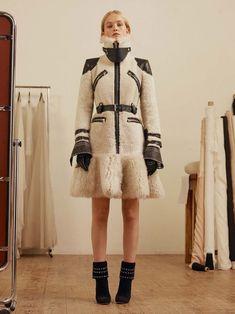Alexander McQueen Pre-Fall 2017 Womenswear Collection