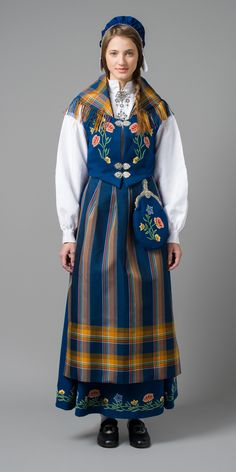 Nordlandsbunad - Folk costume from one of the counties in northern Norway. This is the one I have, and it has won the award for nicest bunad many years in a row. Folk Clothing, Historical Clothing, Costumes Around The World, Ethnic Dress, Folk Costume, Ethnic Fashion, Traditional Dresses, My Style, How To Wear