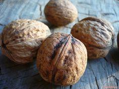 Orzechy włoskie – rozmnażanie znasion Baked Potato, Potatoes, Bread, Baking, Ethnic Recipes, Food, Potato, Brot, Bakken