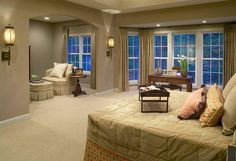 This gorgeous Owner´s bedroom is relaxing and tranquil.  The prrfect place to rest.