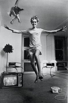 Twiggy jumping with her cat by Helmut Newton,1967