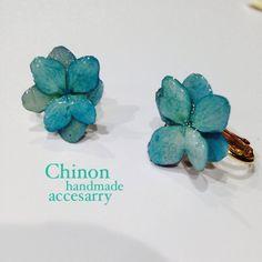 handmade accessory 水色紫陽花イヤリングピアスの穴がない方にも楽しんで頂けます。 金具はネジバネイヤリングの金具になっています。 本物のアジ...|ハンドメイド、手作り、手仕事品の通販・販売・購入ならCreema。