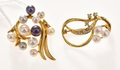 TWO CULTURED PEARL BROOCHES IN GOLD