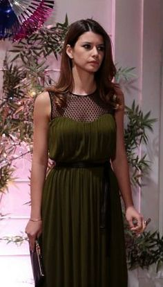 On Screen Fashion Turkish Fashion, Turkish Beauty, Cool Outfits, Summer Outfits, Evening Outfits, Office Fashion, Celebs, Celebrities, Pretty Dresses
