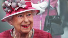 Queen Elisabeth II Commonwealth, Elizabeth Ii, Royals, England, Queen, Fashion, Northern Ireland County, Handbags, Moda