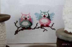 Sillie's uiltjes, in de kleurencombinatie roze, groen en blauw. Borduurpatroon uit Eline's Huis. Cross Stitch