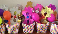 Kit boas vindas para festa com tema carnaval: máscara, chocalho, serpentina e confete