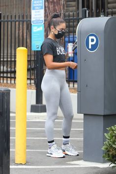 Vanessa Hudgens Style, Sport Chic, Press On Nails, Woman Crush, Capsule Wardrobe, Sporty, Glamour, Workout, Outfits