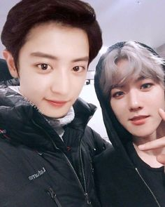 Chanyeol [찬열] and Baekhyun [백현] Kaisoo, Baekhyun Chanyeol, Exo Ot12, Jikook, Namjin, Exo Couple, Exo Lockscreen, Xiuchen, Korean Boy