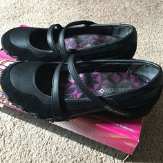 Casual shoes New condition. Skechers Shoes Flats & Loafers