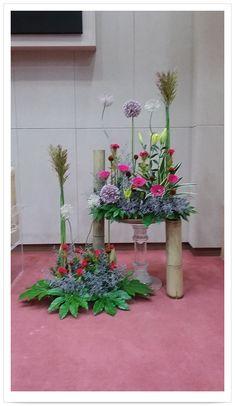 Funeral Floral Arrangements, Flower Arrangements, Altar Decorations, Centerpieces, Church Flowers, Arte Floral, Amazing Flowers, Fresh Flowers, Flower Designs