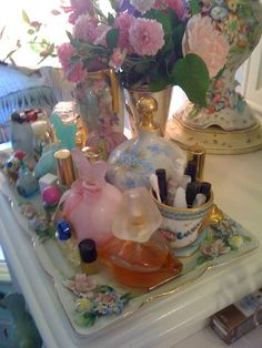 Perfume tray with roses.
