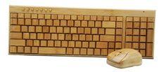 Houten Toetsenbord & Muis combinatie van Bamboe hout. Het draadloze multimedia Bluetooth toetsenbord is geschikt voor PC of iPad. De houten muis is alleen geschikt voor de PC.