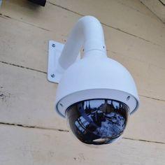 Images FHD Haute Qalité: Avec une résolution de 1920* 1080P,vous pouvez parfaitement enregistrer les moments de croissance de votre enfant et enregistrer les merveilleux moments de la famille et des animaux domestiques. Vision Nocture: 9 LEDs infrarouge 850nm vous permet de visionner une vision nocturne extra-claire pendant la nuit jusqu'à 30 pieds, vous offrez une très fluide et claire vidéo et image toute la nuit. Audio Bidirectionnel: Avec le microphone et le haut-parleur intégrés, vous pouve Camera Surveillance Wifi, Carte Sd, Nocturne, Images, Night, Kid